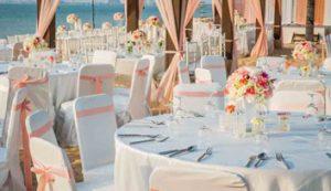 Come disporre gli invitati del matrimonio al tavolo del ristorante